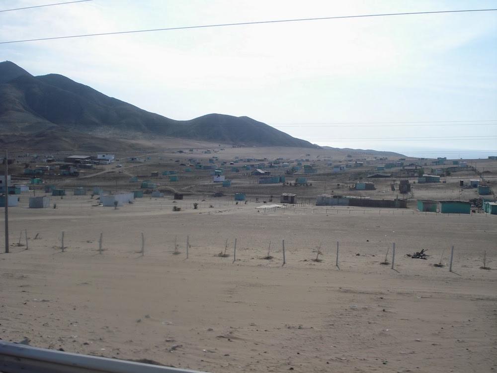 ville en bord de la panamericana Pérou