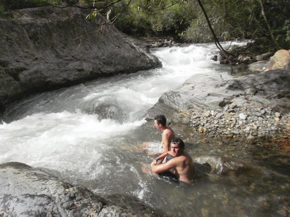 baignade dans des bains naturels à coroico