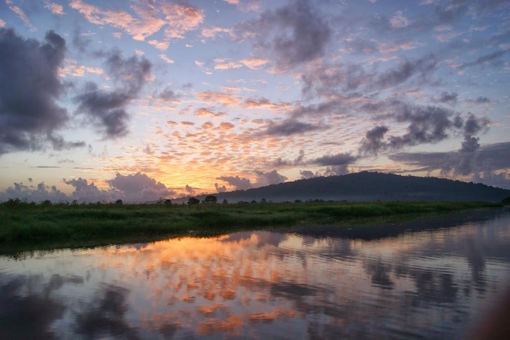lever de soleil sur les marais de Kaw en Guyane