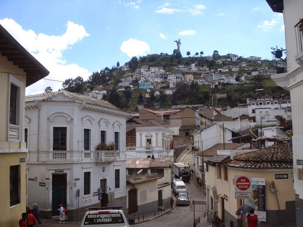 sainte vierge au dessus de Quito Equateur