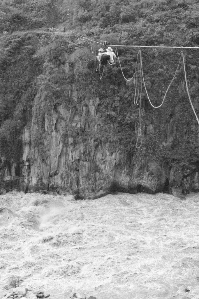 Nacelle au dessus d'un torrent , santa Theresa Pérou