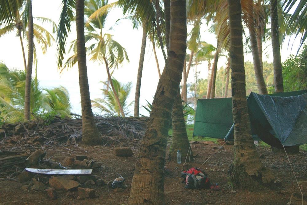 Campement sur les iles du salut face a l'ile du diable Guyane