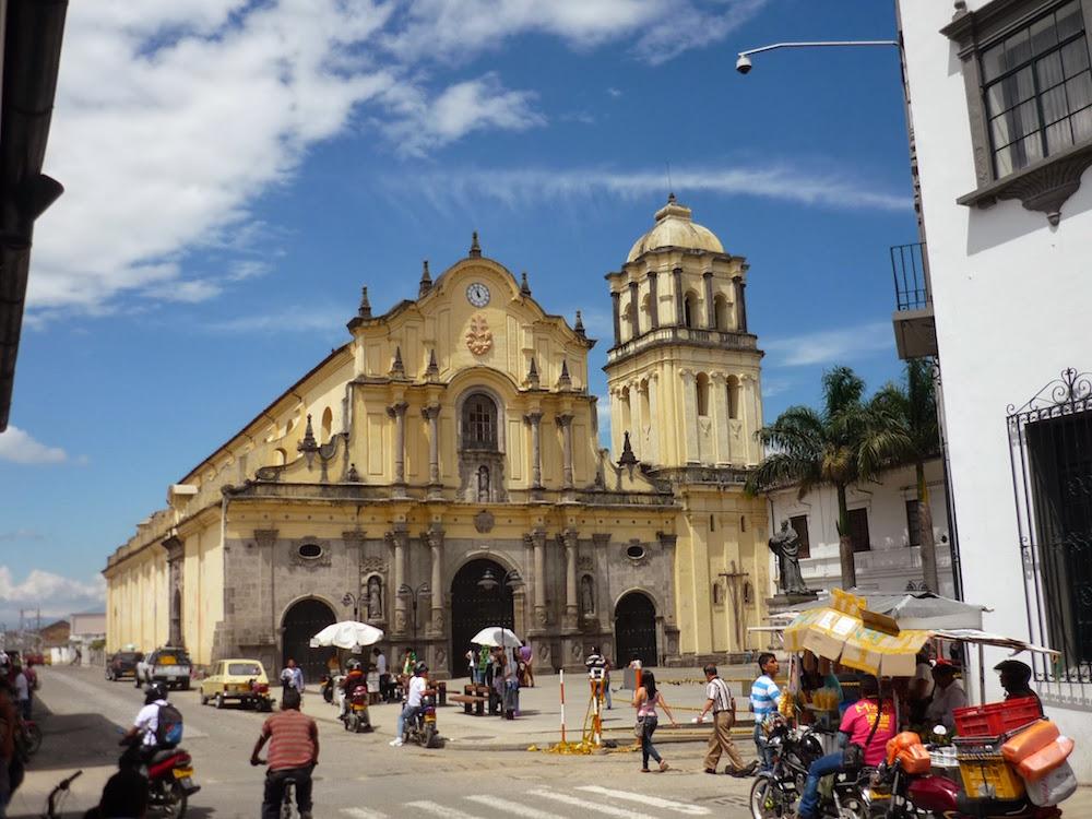cathédrale jaune centre de Popayan Colombie