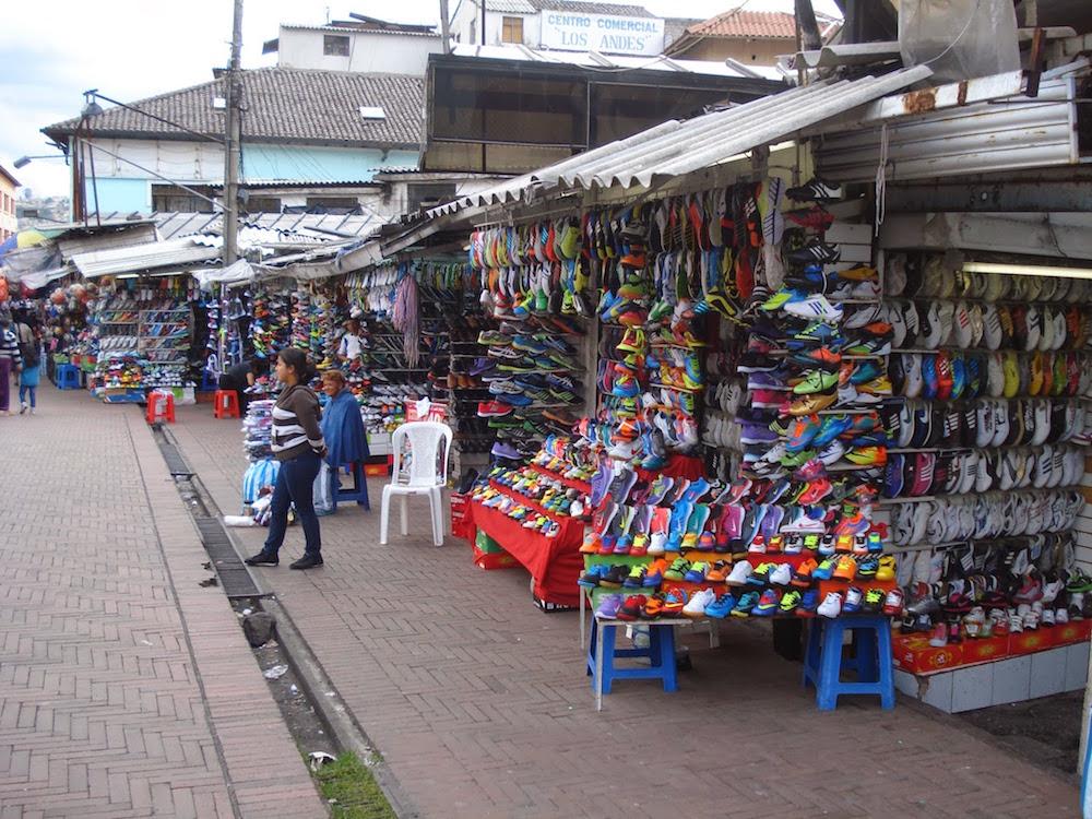 marché chaussures Quito Equateur