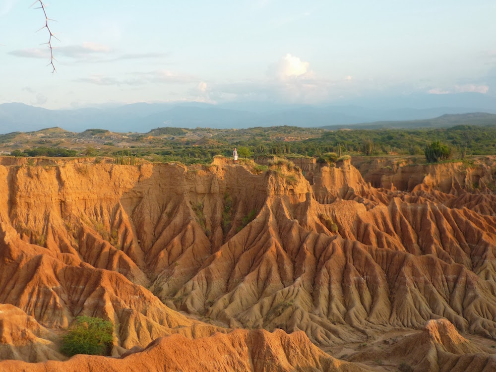 sables rouges dans le désert de Tatacoa en Colombie