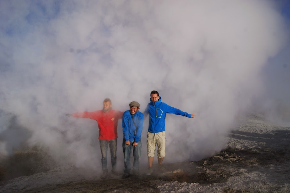 volcan sol de mañana geyser de souffre
