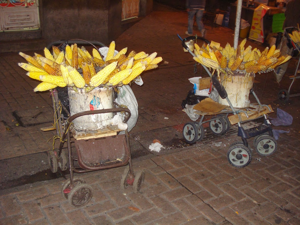 barbecue maïs dans la rue aux fériés de Manizales