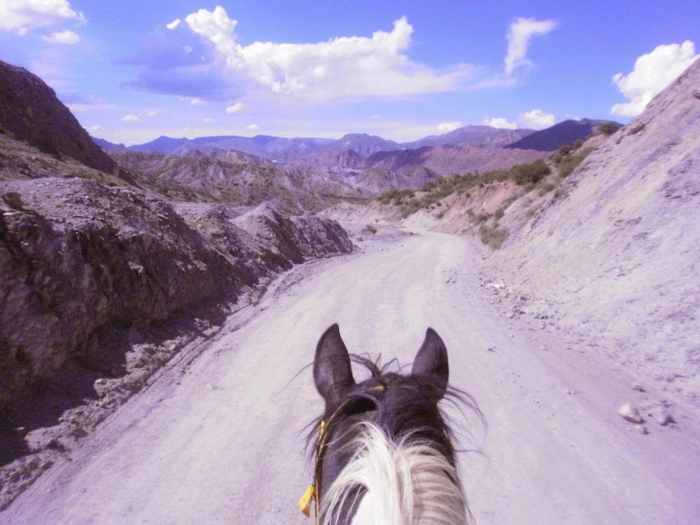 Paysage de balade à cheval en Bolivie