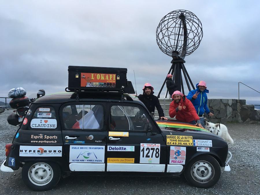 Arrivée au Nordkapp avec notre Renault 4L, un défi bien arrosé