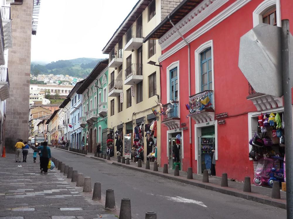 façades colorées, rues de Quito Equateur