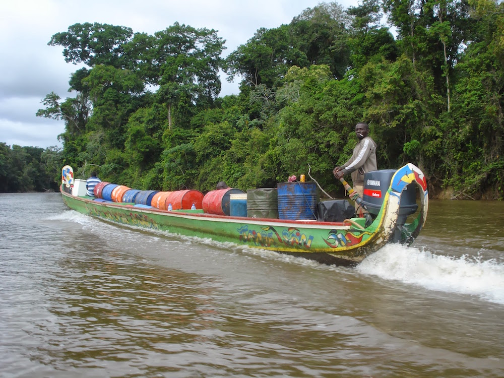 pirogue de fret maroni Guyane