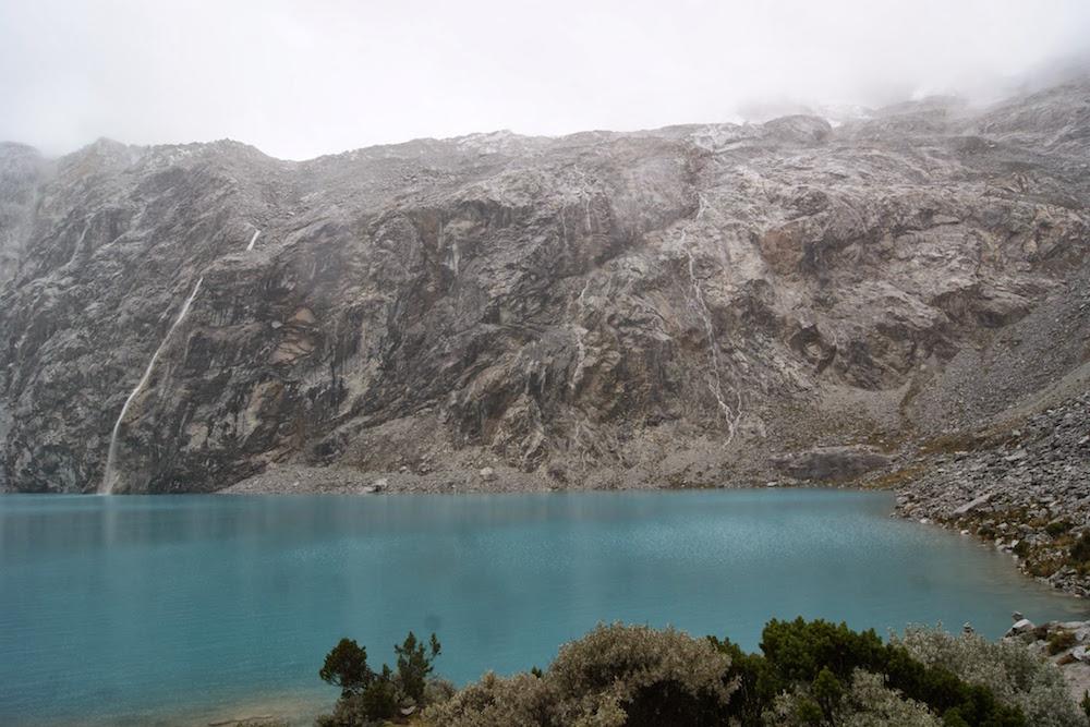 lac bleu turquoise trek laguna 69 Pérou