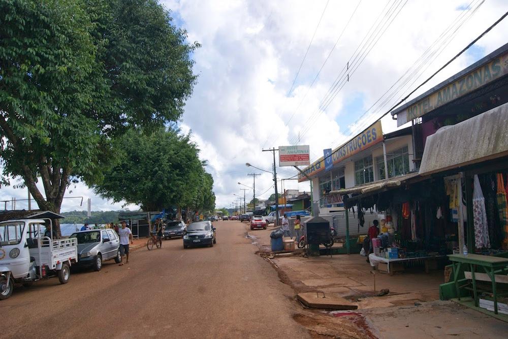 rue de bord de fleuve Oiapoque Brésil