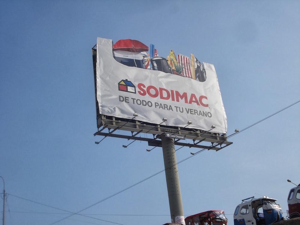 publicité pour sodimac sur la panamericana au Pérou
