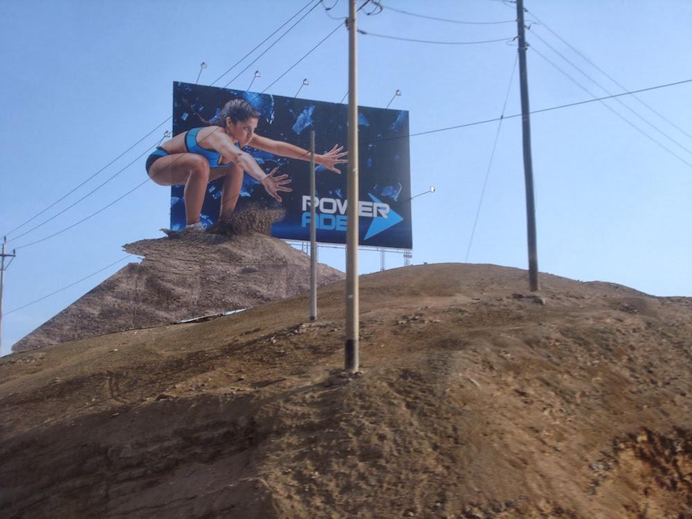publicité pour les boissons powerade sur la panamericana Pérou