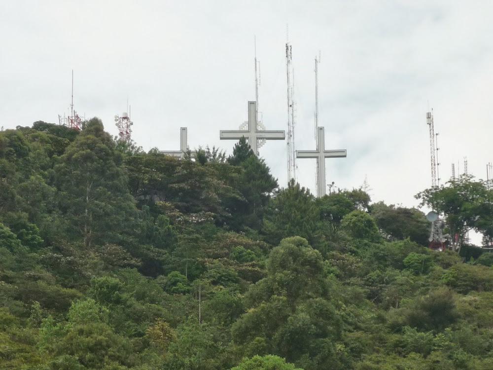 colline los tres cruzas à Calie en Colombie