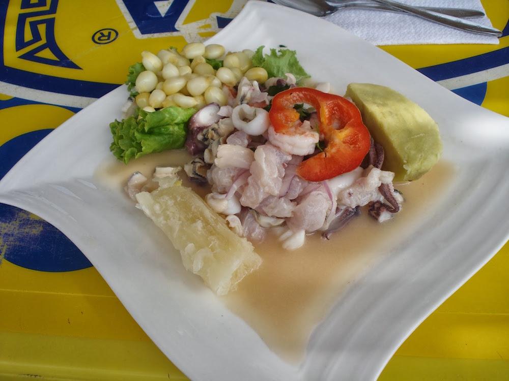 ceviche plat de poisson cru Pérou