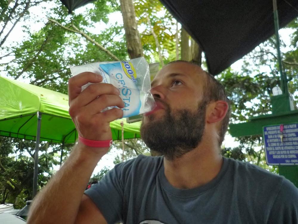 eau vendue en sacs plastiques en Colombie