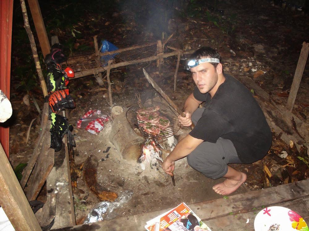 feu de camp nuit en carbet Guyane