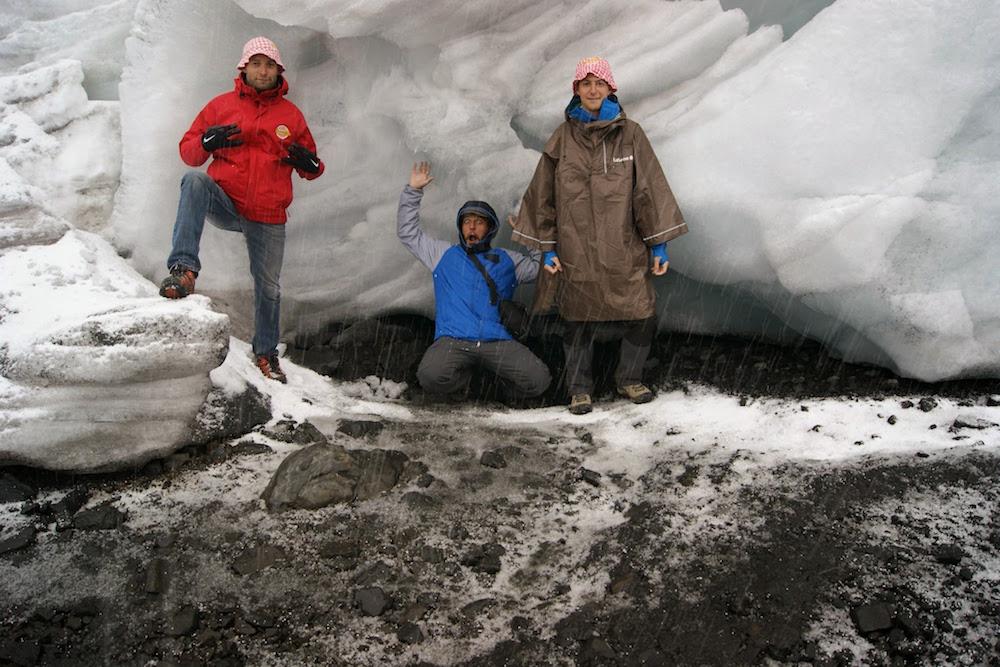 aventuriers cochonou près du glacier de pastoruri - huascaran