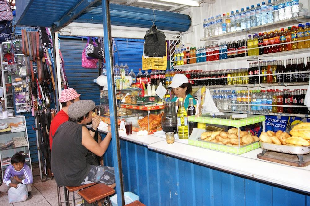 repas au marché d'Arequipa - spécialités culinaires du pérou