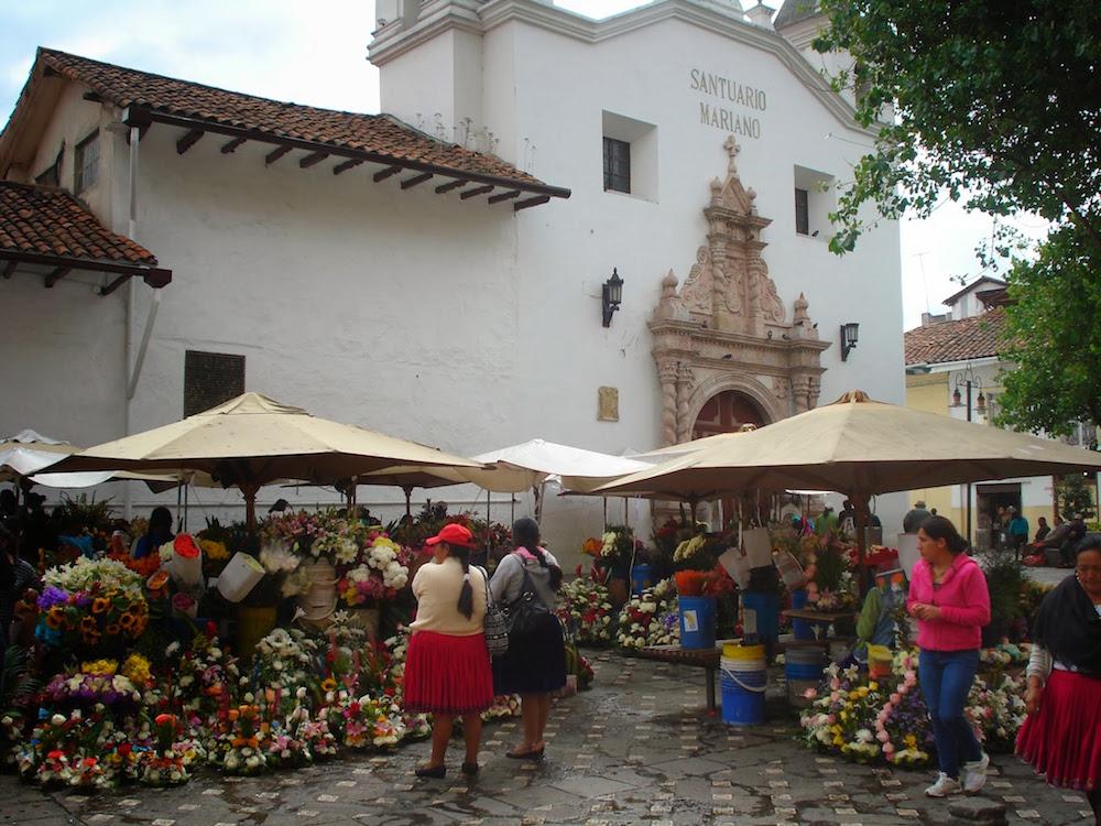 marché aux fleurs à Cuenca en Equateur