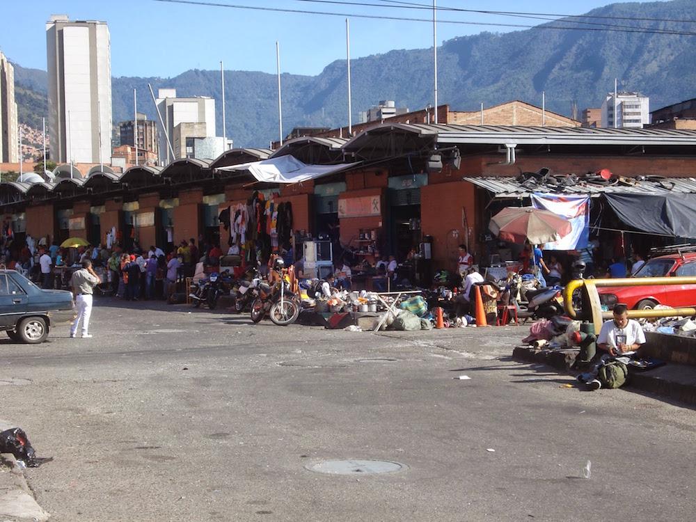marche objets brocante Medellin Colombie