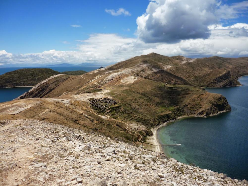 montagne isla des sol lac titicaca