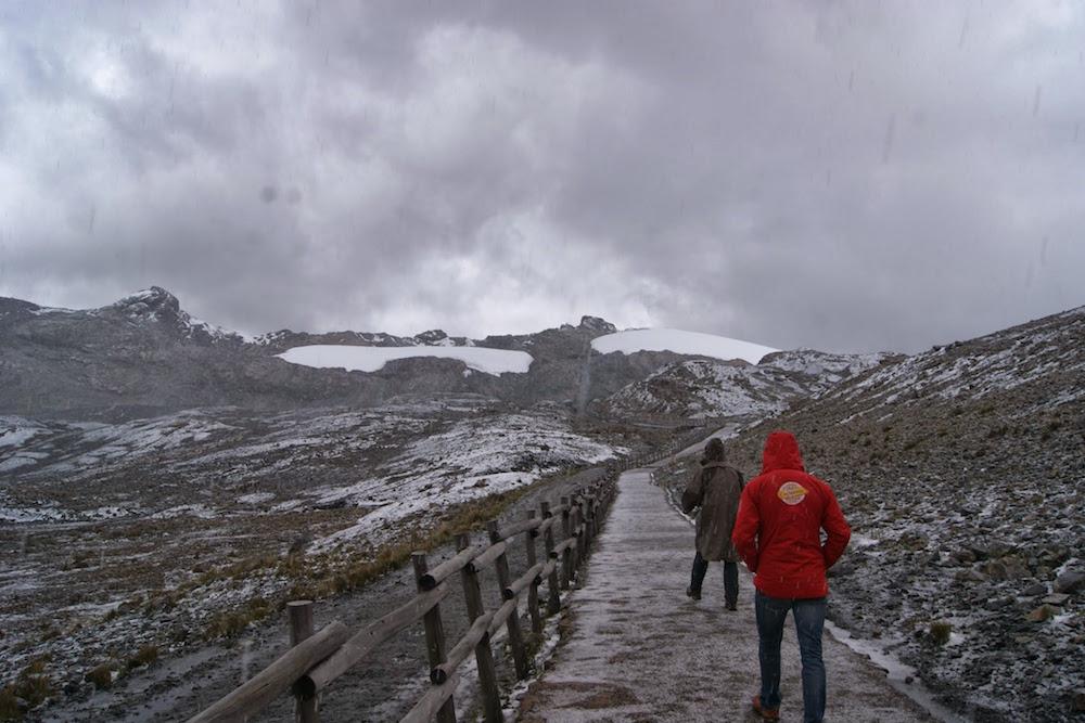 montée au glacier de pastoruri sous la neige Pérou