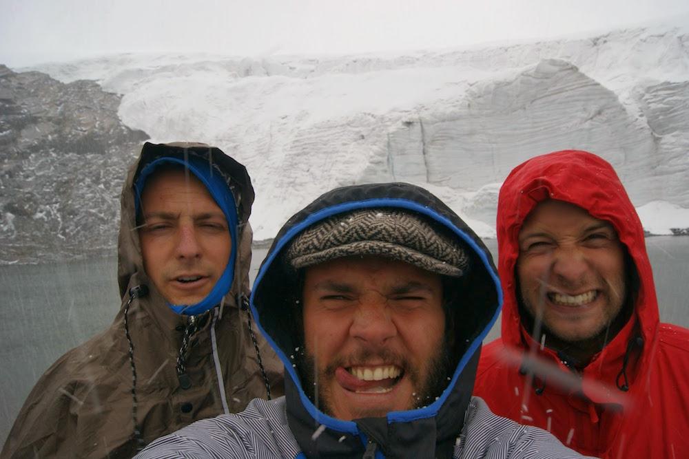 tempête de neige au glacier pastoruri - huascaran