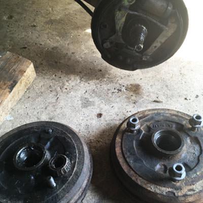 Remplacement moyeu de roue arrière renault 4L