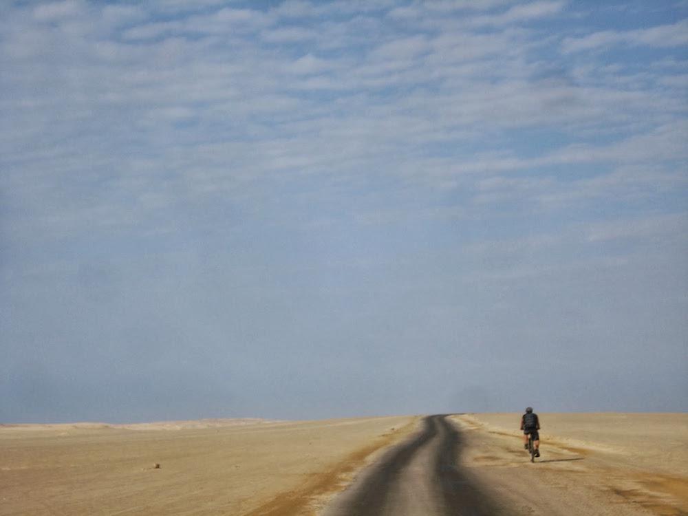 vtt route dans le desert de paracas Pérou