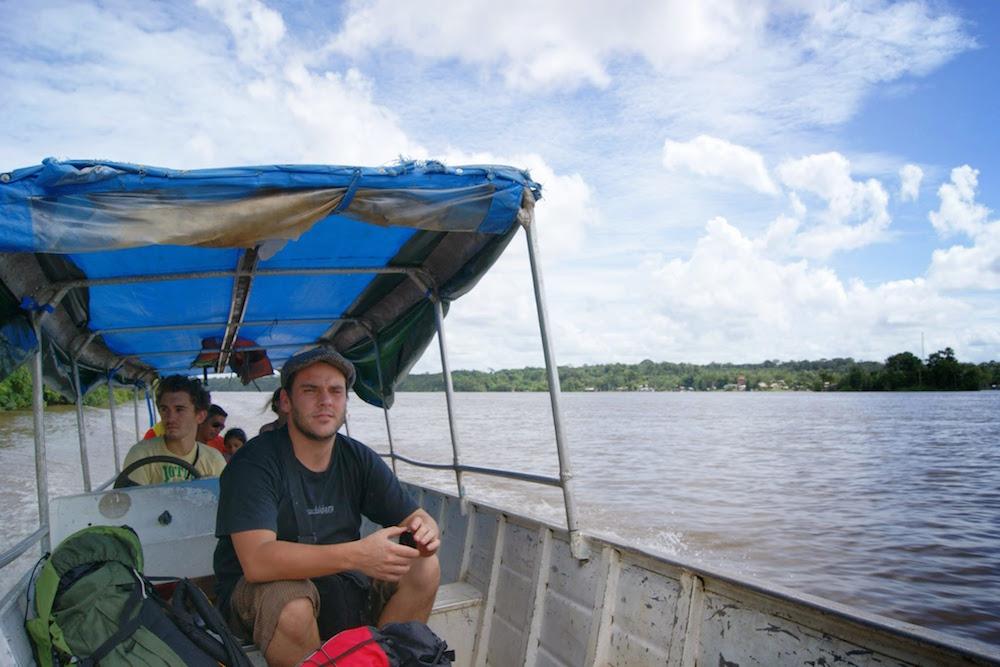 traversée du fleuve oiapoque en pirogue