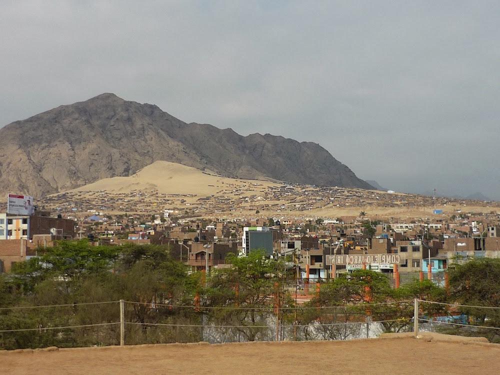 villages chimu à flanc de montagne Trujillo Pérou